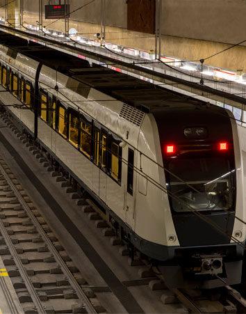 Firma porque instalen mamparas para separar el andén del metro
